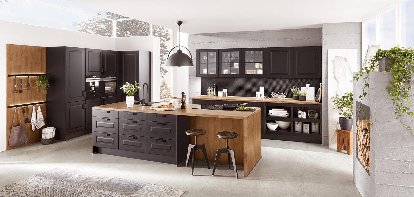 Czarna kuchnia z drewna